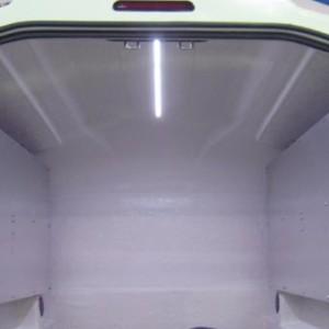 1 lumière LED au plafond