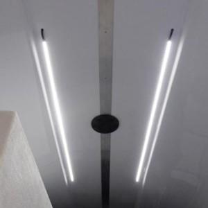 2 lumières LED au plafond